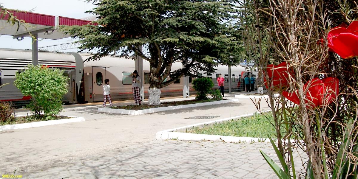 Перрон ж/д вокзала в Симферополе