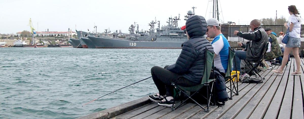 Рыбаки на Графской пристани