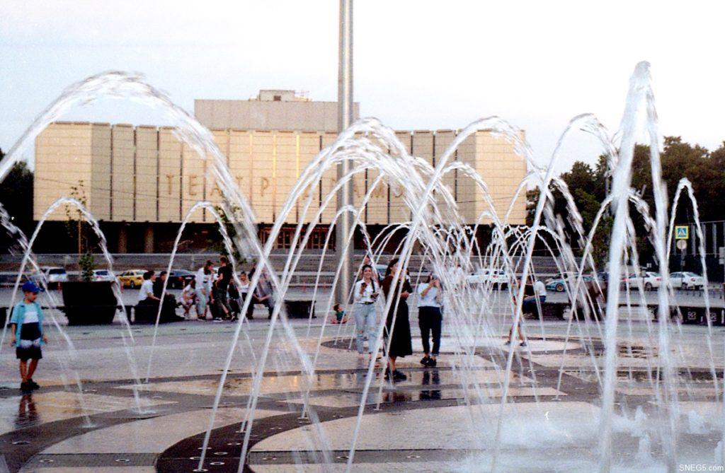 Фонтан на Театральной площади 006