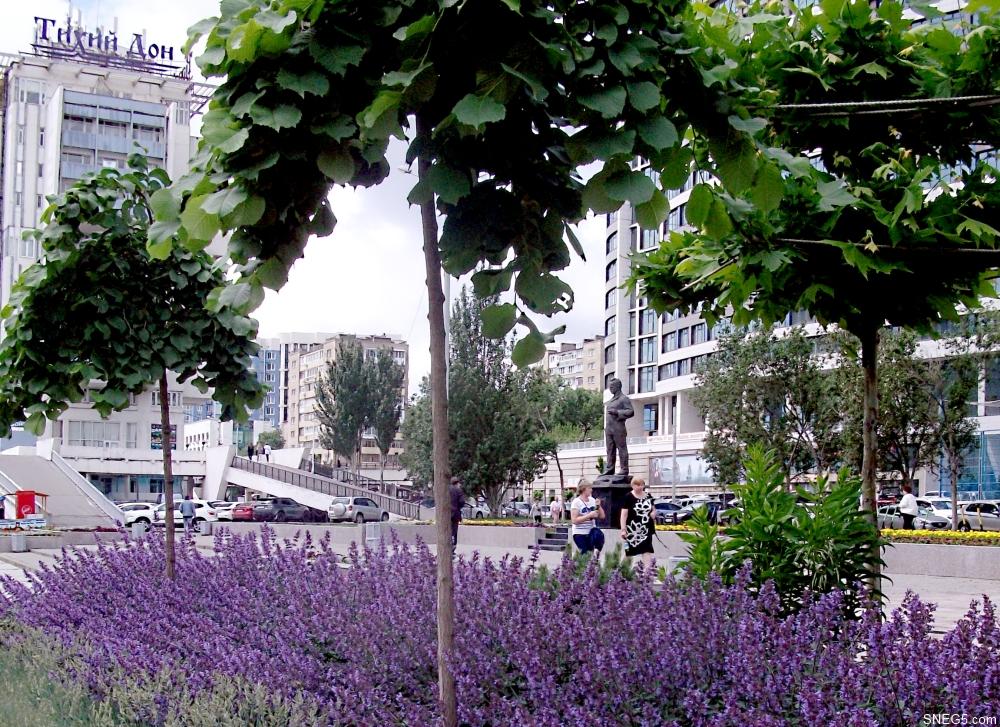 Памятник М. А. Шолохову