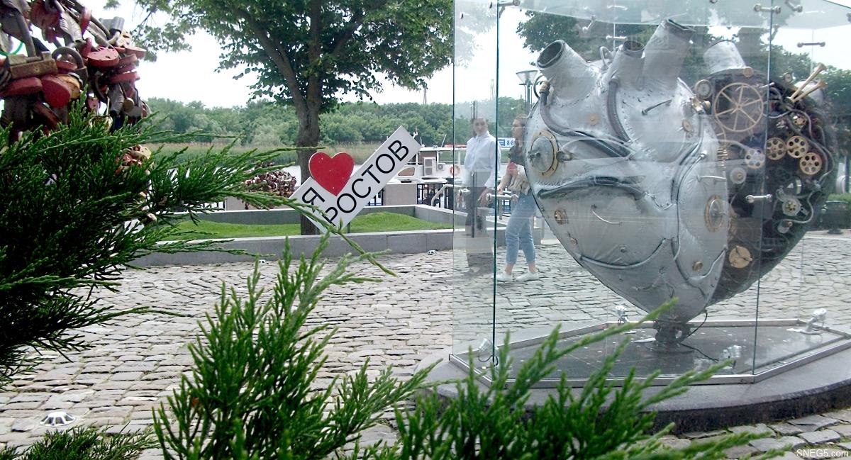 Скульптура «Механическое сердце» («Индустриальное сердце»). Набережная в Ростове-на-Дону