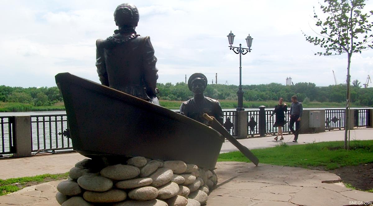 Скульптурная композиция «Григорий и Аксинья»