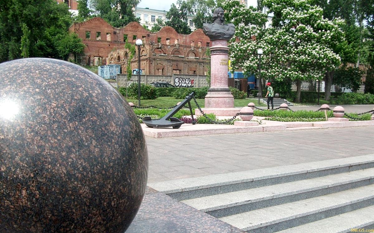 Памятник адмиралу Ф. Ф. Ушакову