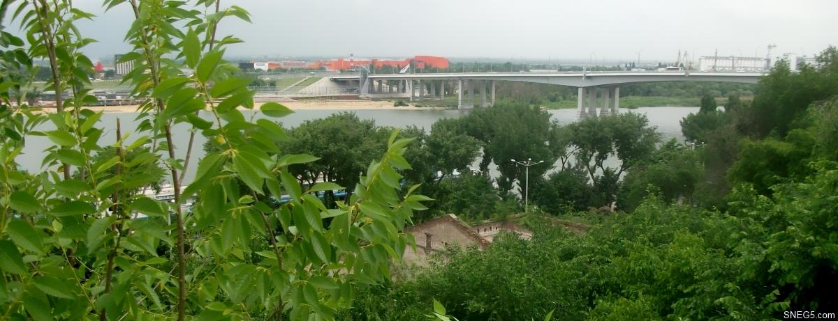 Вид со смотровой площадки у памятника Г. Я. Седову на Ворошиловский мост