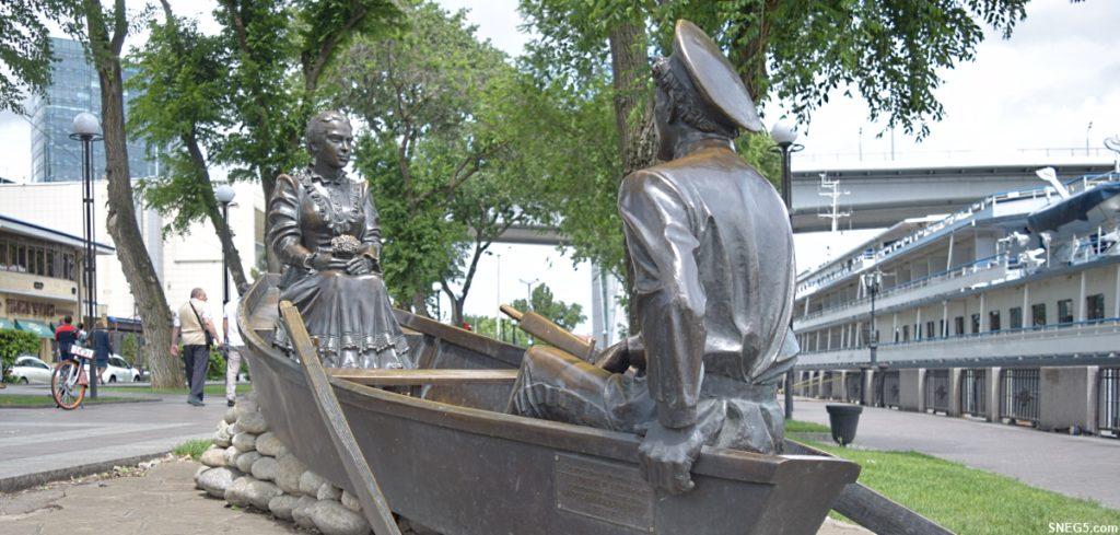 Скульптурная композиция «Григорий и Аксинья».
