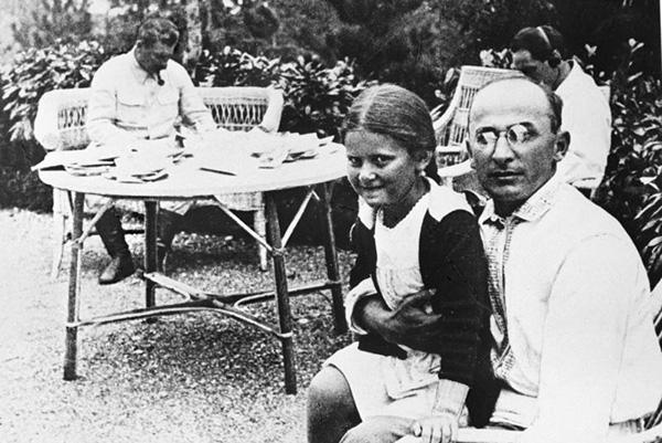 И.В. Сталин, Л.П. Берия и Светлана Сталина (Аллилуева) на госдаче в Абхазии