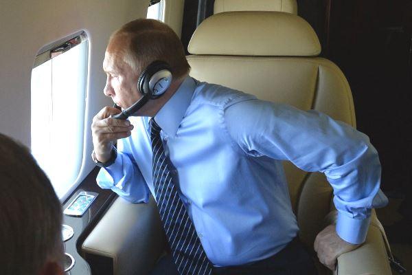 Путин в самолете №1