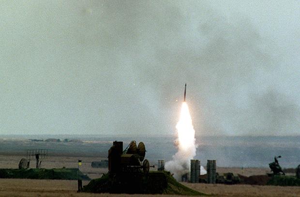 Работа зенитно-ракетных комплексов С-300, «Бук» и С-125 на полигоне ВВС Украины