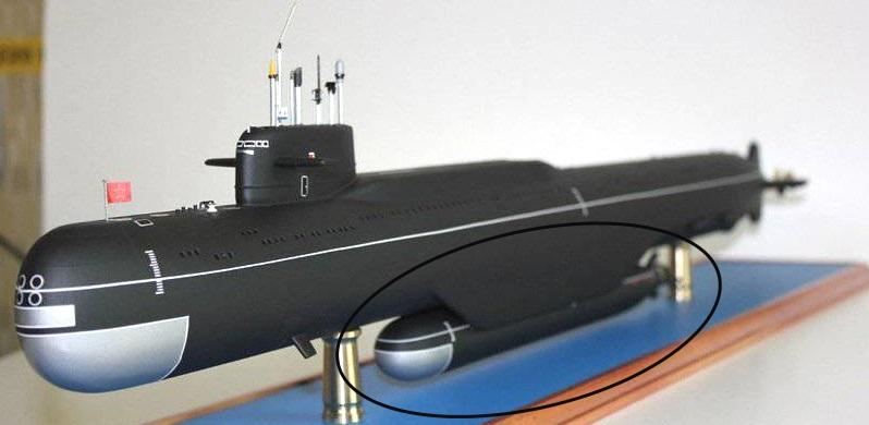 АПЛ-12 Лошарик и его носитель на макете