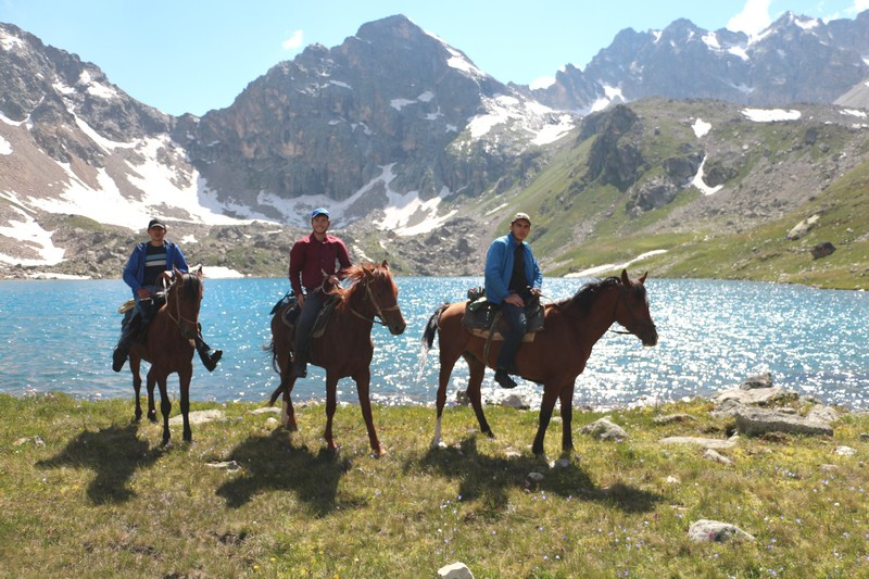 Молодые джигиты аула Учкулан - верховья реки Кубань