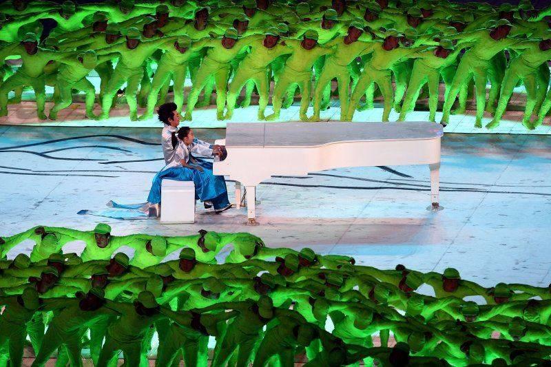 Фанера и закрытое пианино в Пекине