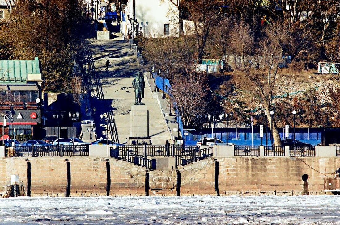 5-27 Вид на набережную со стороны левого берега Дона. Памятник А. М. Горькому